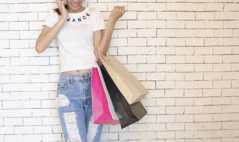Voglia improvvisa di shopping? Noleggia un'auto con Decus e raggiungi facilmente il tuo Outlet preferito