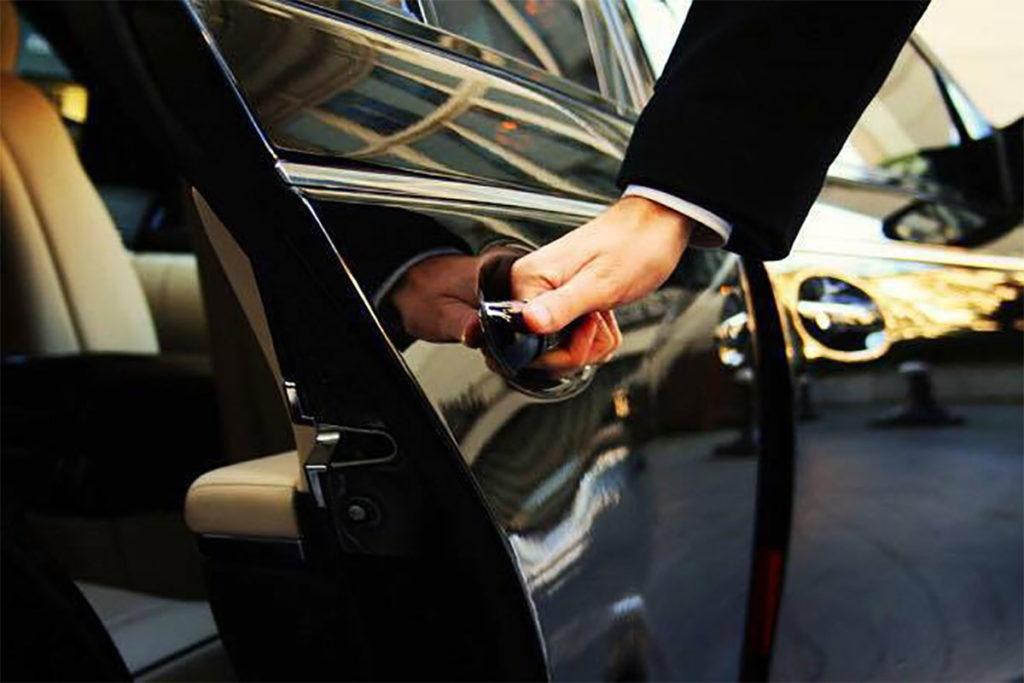 Transfer-di-lavoro-o-viaggio-con-la-famiglia--Scegli-la-tua-auto-e-noleggiala-con-Decus